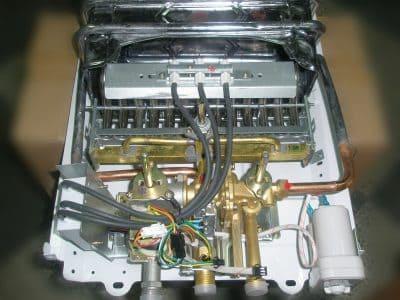Газовая колонка зажигается и тухнет, причины, вызвать мастера, ремонт